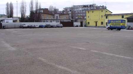 il parcheggio dedicato ai clienti del noleggio