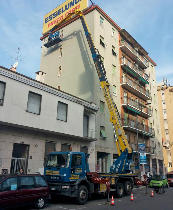 Manutenzione facciata interna stabile con piattaforma aerea 40 metri (milano)