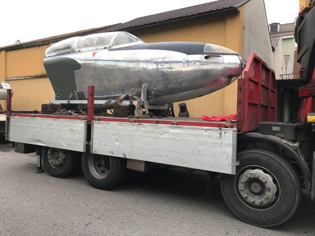 trasporto fusoliera aereo con autogru