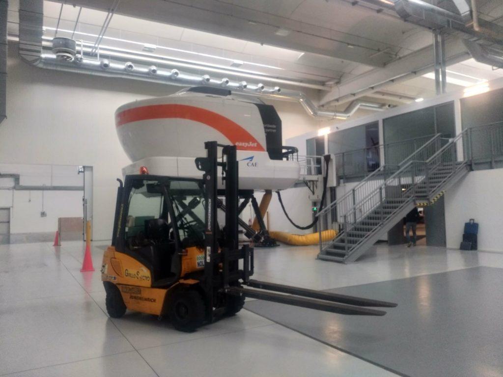Galleria lavori con piattaforme aeree milano for Vetri velux prezzi